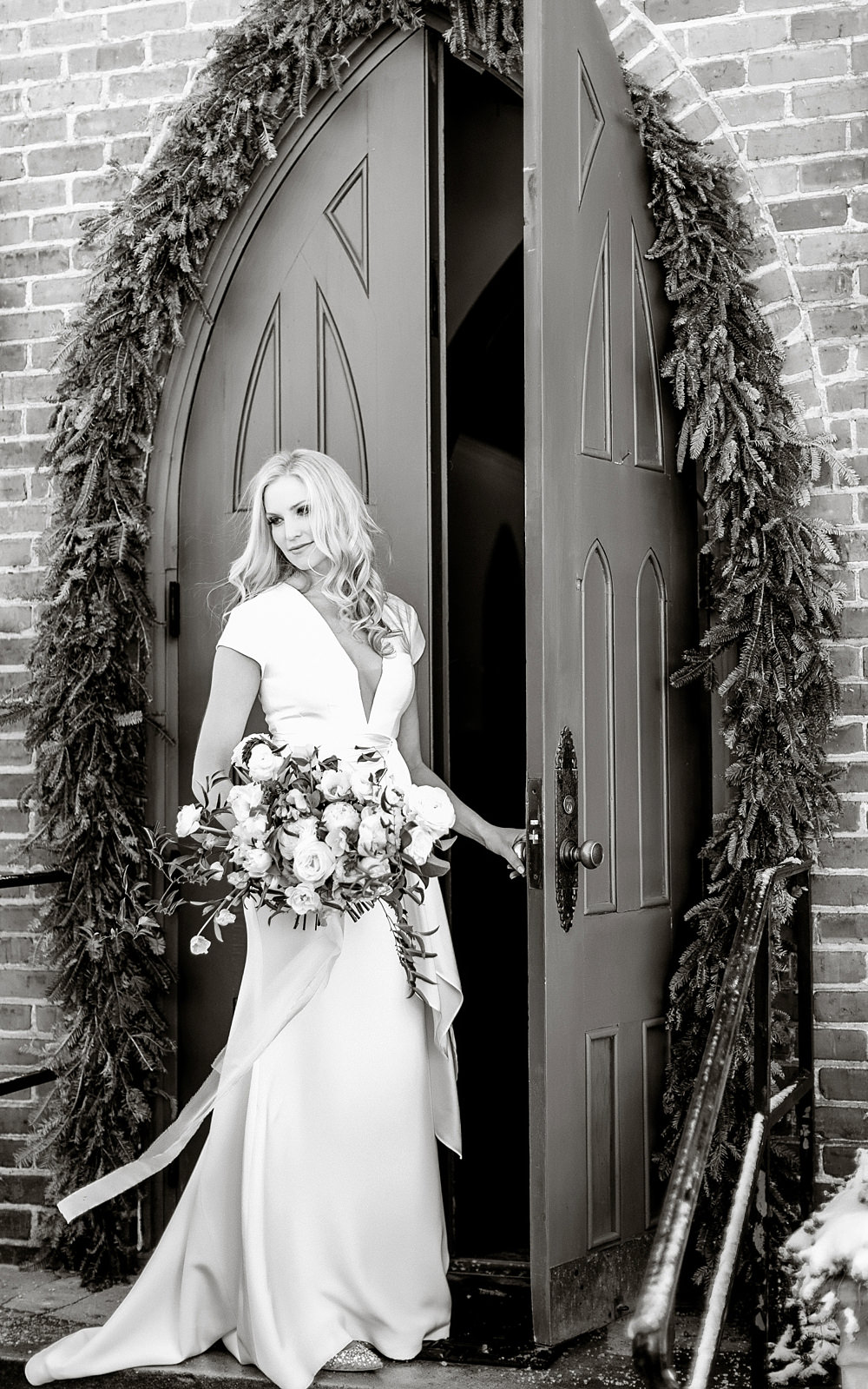 vue photography : snowy wedding : oliver hooper events : modfete 0007