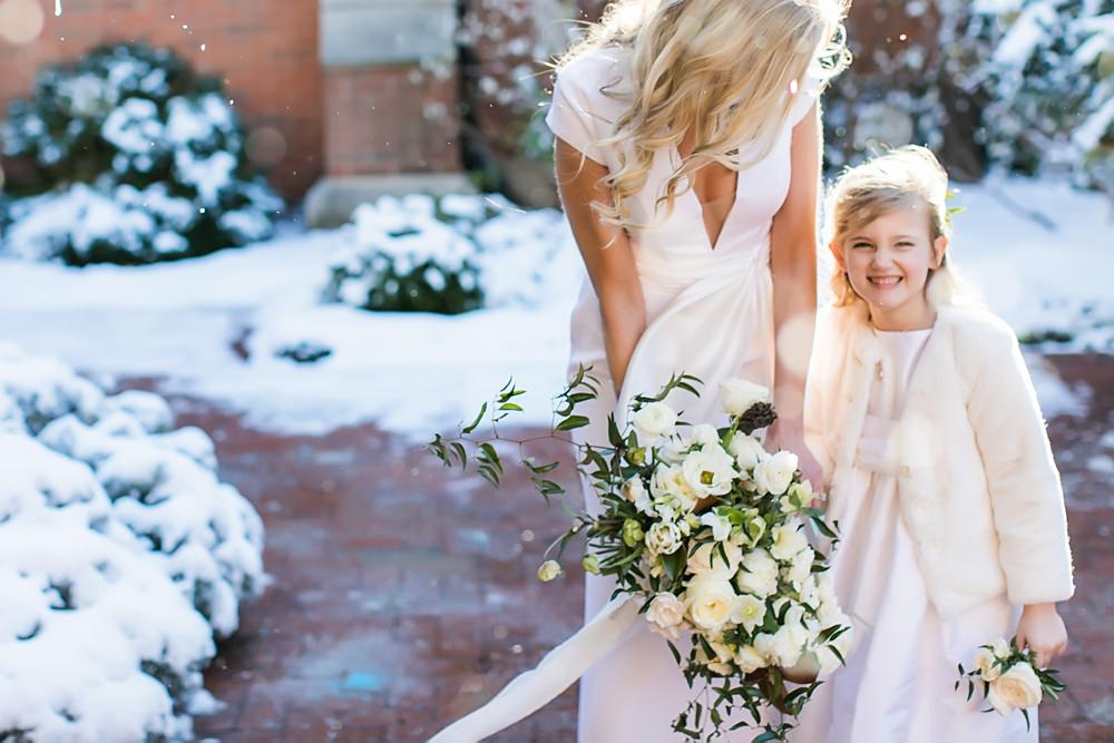 vue photography : snowy wedding : oliver hooper events : modfete 0019