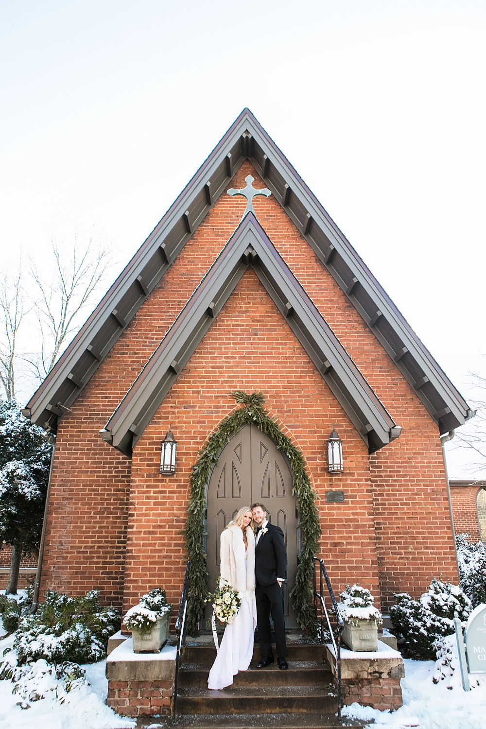 vue photography : snowy wedding : oliver hooper events : modfete 0050