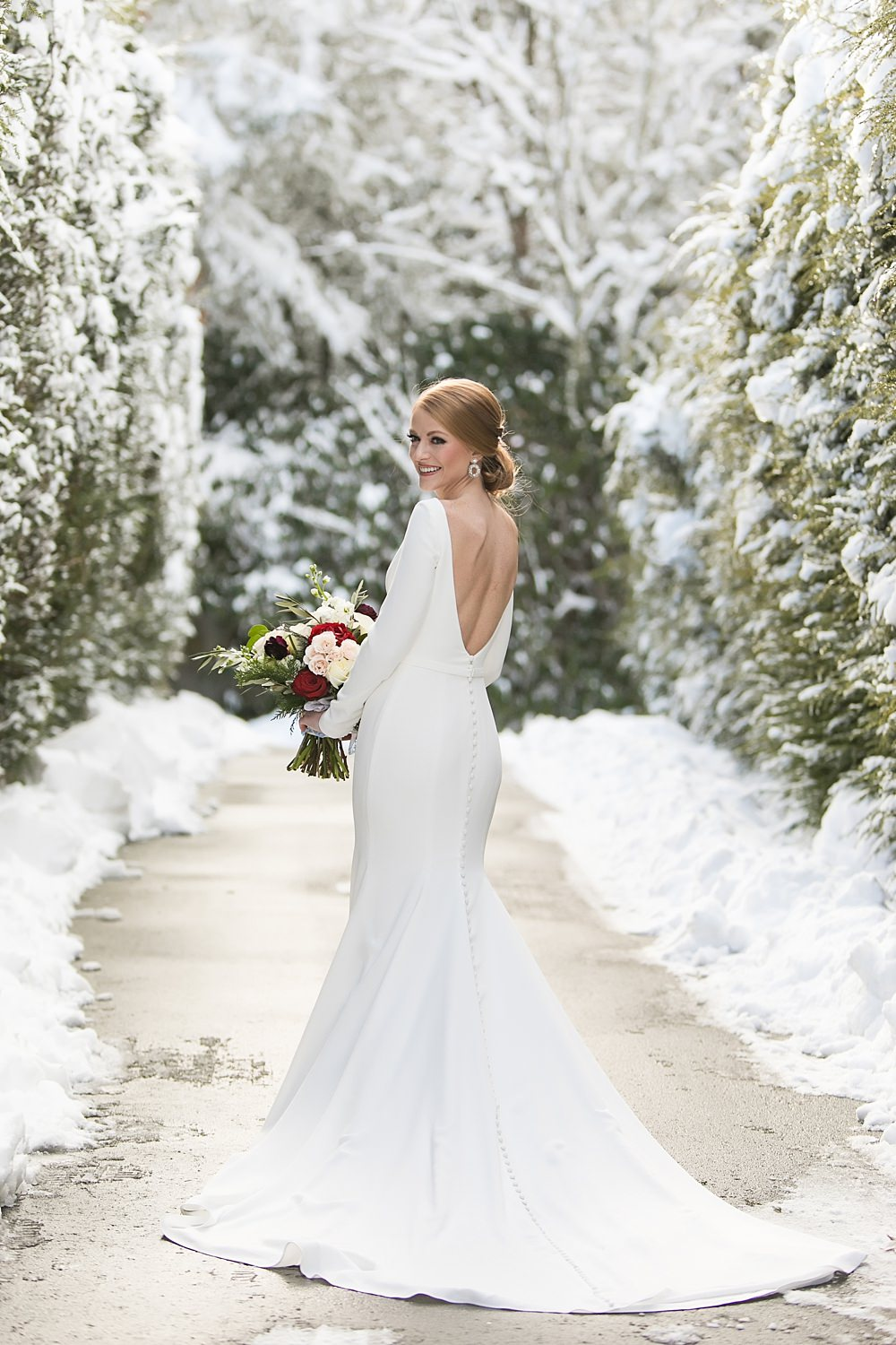 snowy wedding : highlands north carolina : the farm at old edwards : floressense flowers : vue photography (20)